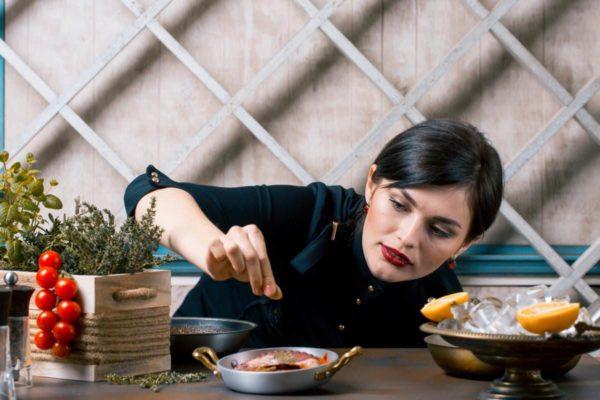 femme cuisinier